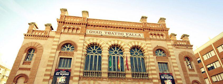 Fachada del Teatro Falla de Cádiz. (Foto Alfonso Jiménez)