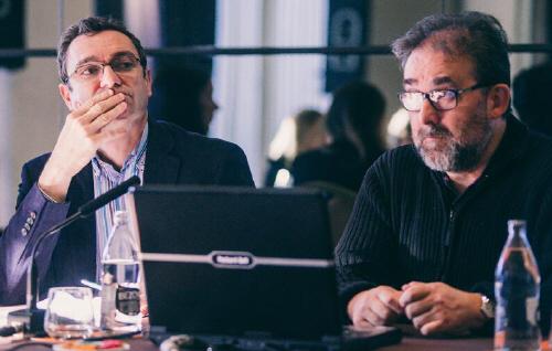 El decano del Colegio de Periodistas de Andalucía, Antonio Manfredi, y el periodista Javier Ronda, en el curso sobre mediación.
