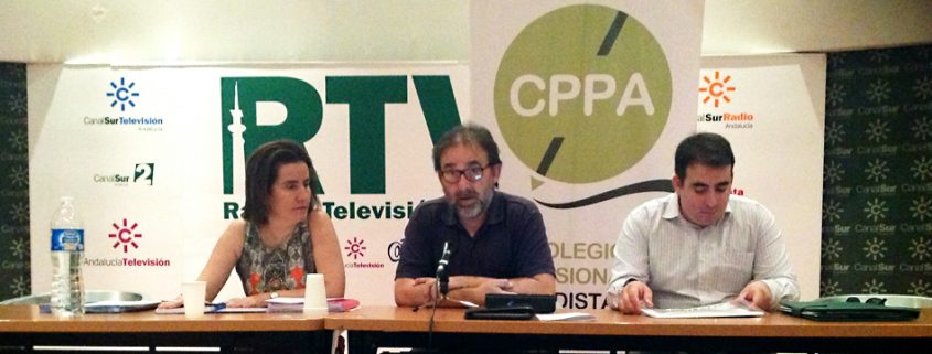 María José Gómez Biedma, Antonio Manfredi y Alfonso Sotelo, durante la Asamblea General del Colegio Profesional de Periodistas de Andalucía.