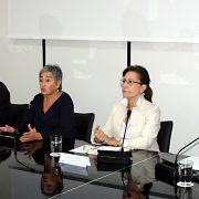 Alicia Gómez Montano , Antonio Manfredi, Carmen Morillo, Elsa González y Juan Antonio Prieto, durante la jornada sobre periodismo y propaganda.