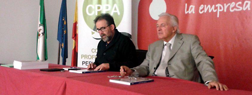 Los presidentes del Colegio de Periodistas de Andalucía, Antonio Manfredi, y de la Unión Romaní, Juan de Dios Ramírez-Heredia.