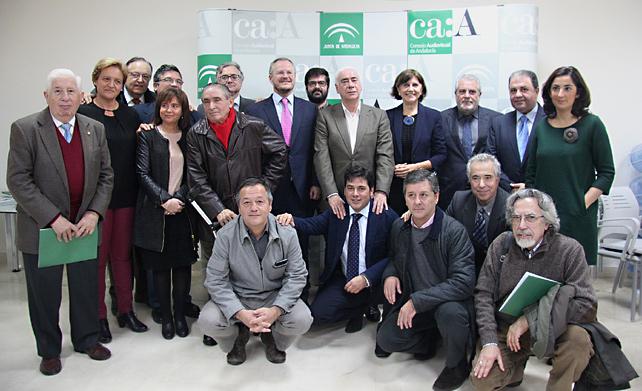 Representantes de las instituciones y medios que han suscrito el Pacto para el fomento de la igualdad y el pluralismo deportivo.