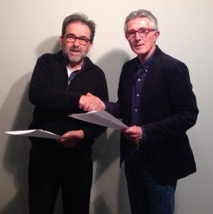 El decano del Colegio de Periodistas de Andalucía, Antonio Manfredi, y el presidente de la Asociación de la Prensa de Sevilla, Rafael Rodríguez, firmaron el convenio.