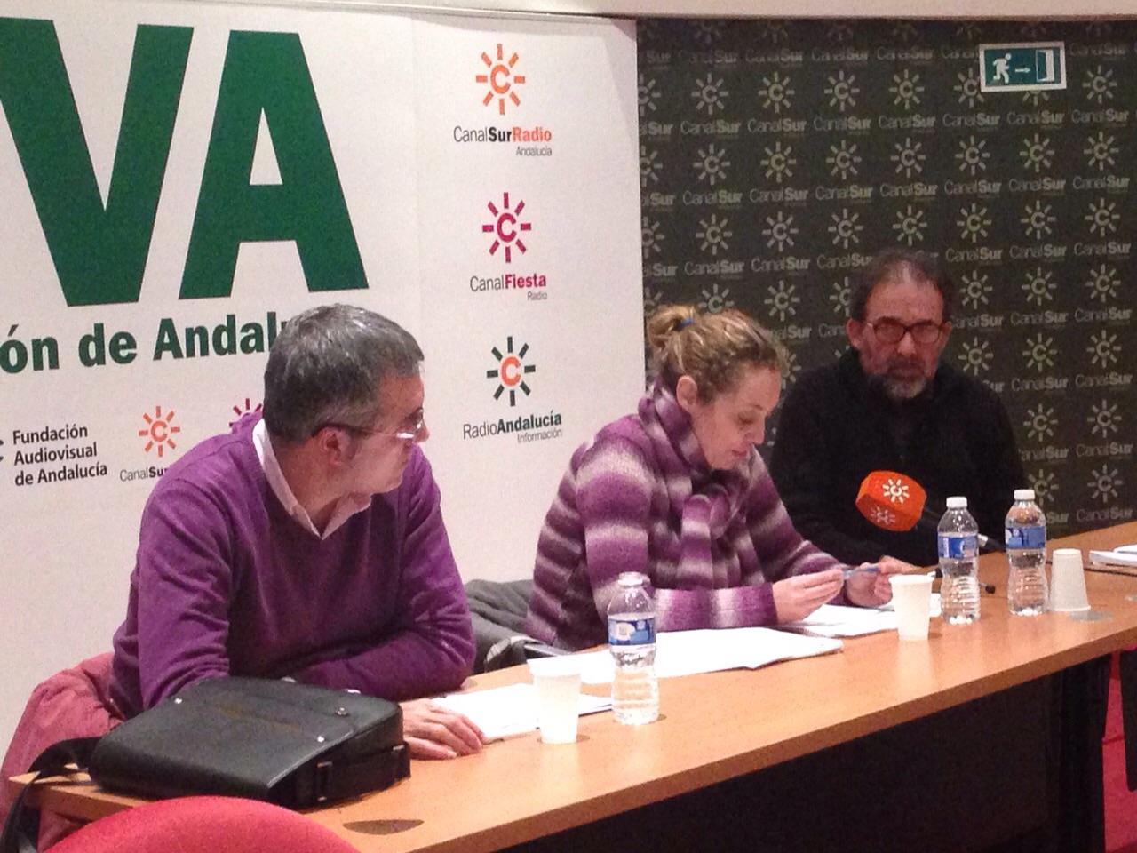 Regla Jiménez, Juan Manuel Ávila y Antonio Manfredi, presidieron la asamblea de la Demarcación de Sevilla.