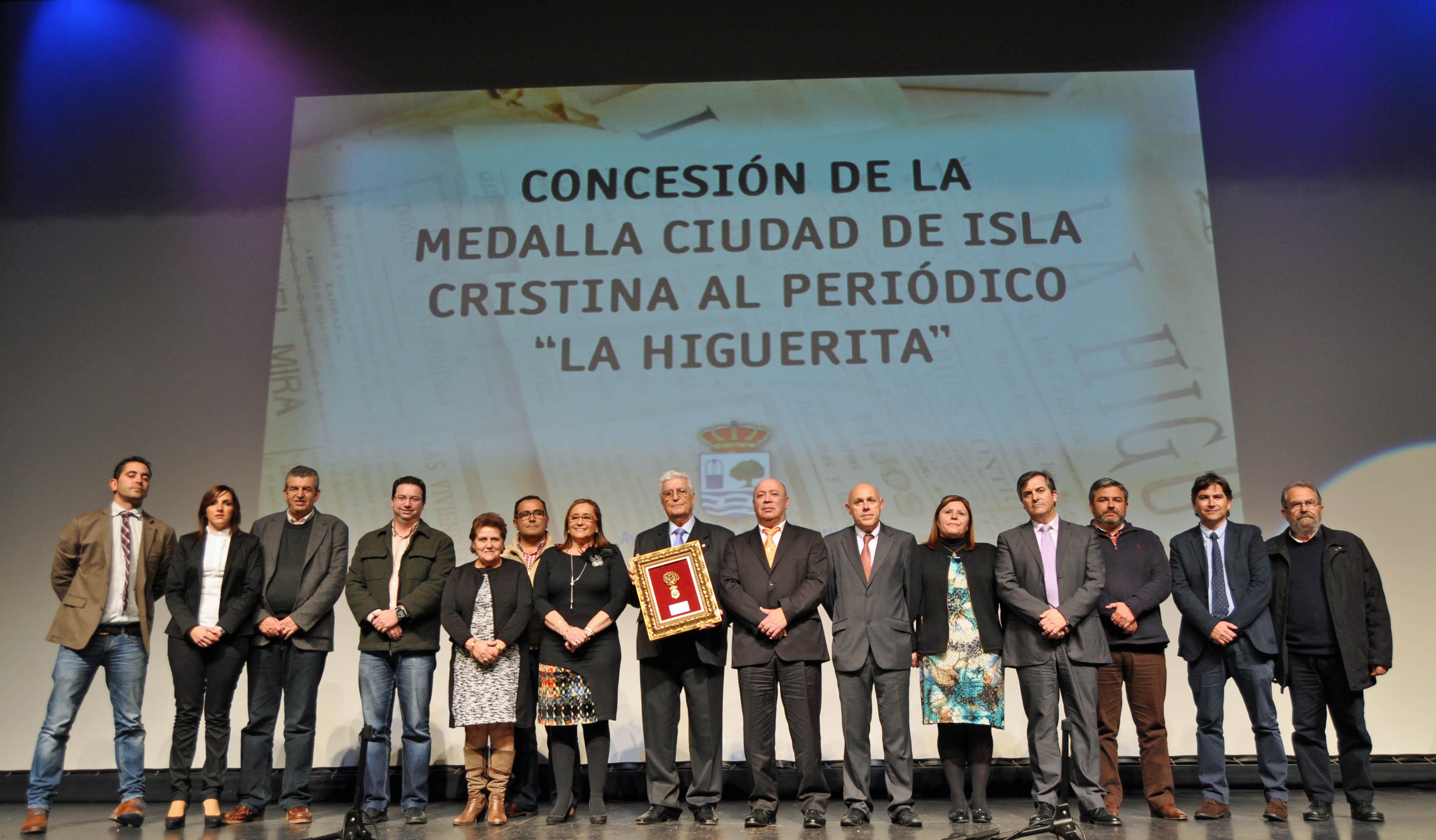 Concesión de la Medalla de Isla Cristina al periódico local 'La Higuerita'.