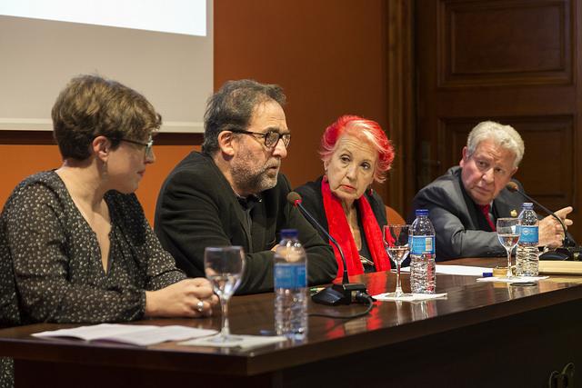 El decano del Colegio de Periodistas de Andalucía, Antonio Manfredi, se dirige a los asistentes.