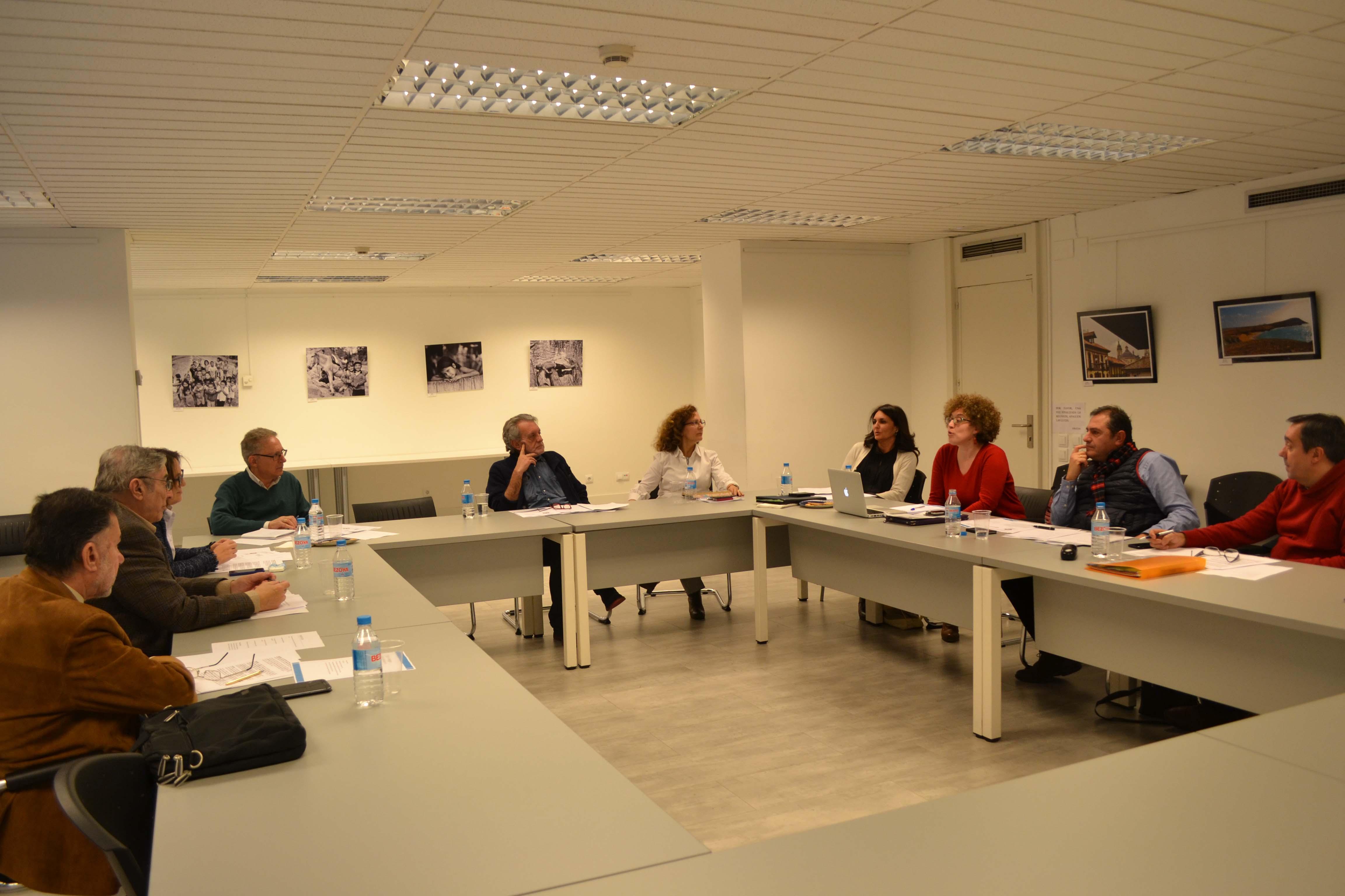 Instantes de la reunión de la mesa COFAPE, celebrada en el Centro Internacional de Prensa, en Madrid