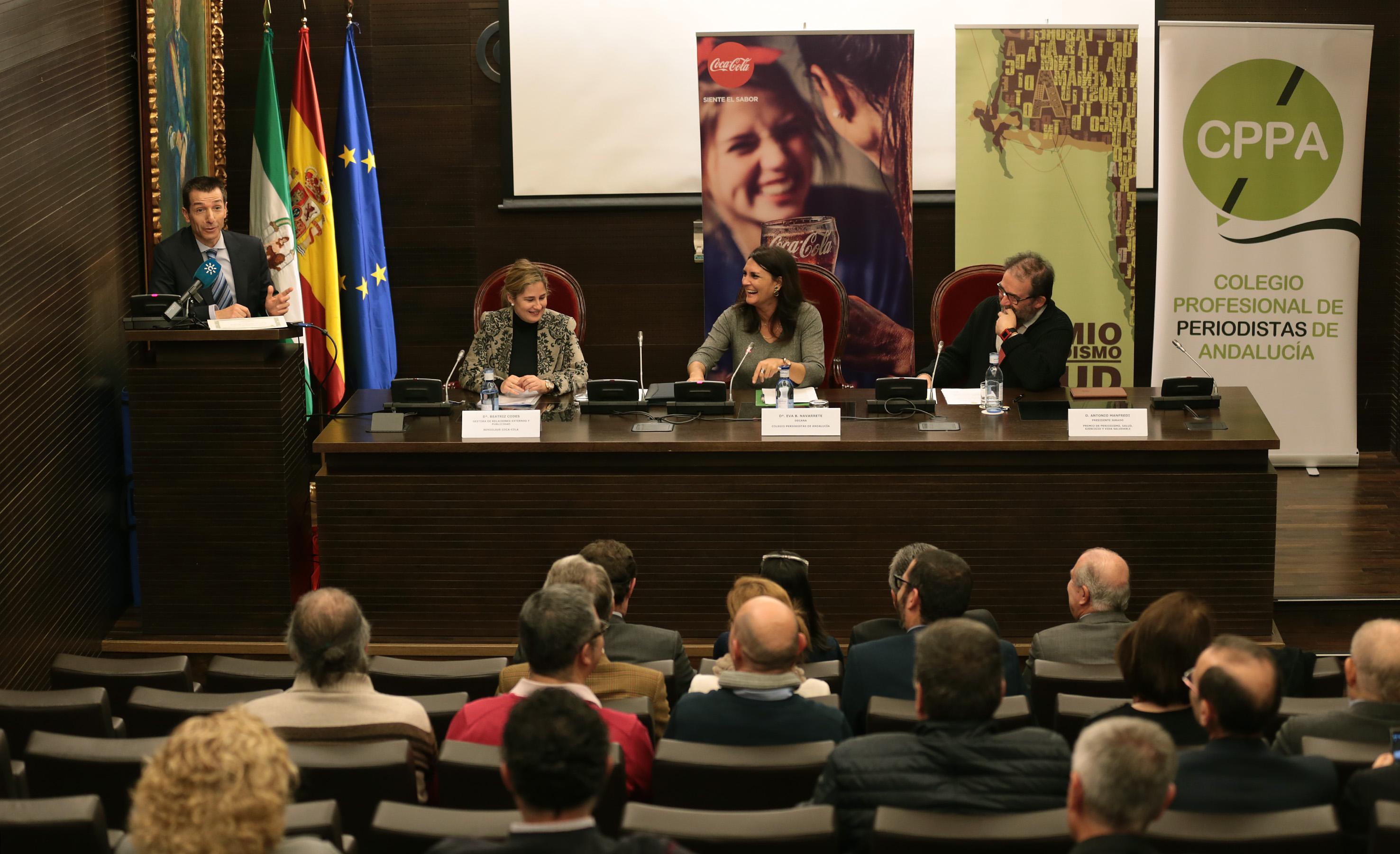 De pie, en la imagen, Roberto Sánchez durante su intervención