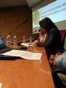 Esperanza Torres lee el manifiesto durante la presentación de Comisión de Deontología y Garantías del CPPA.