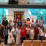 Las participantes en los cursos 'Enseña en Internet' reciben sus diplomas